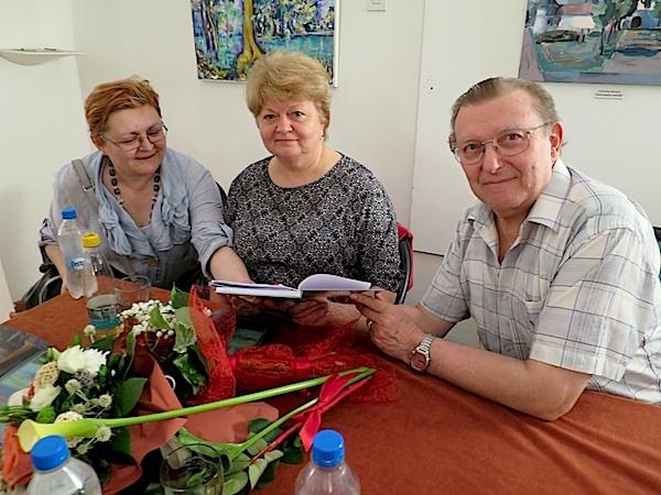 IMG_0215 autori potpisali knjigu i BB