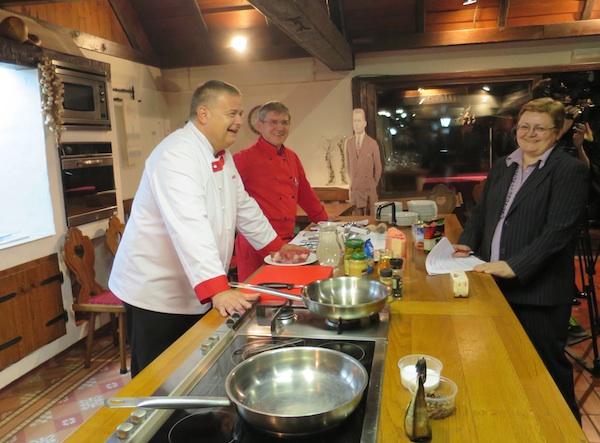 Sa chefovima voditeljem Podravkine promocije kulinarstva Draženom Đuriševićem i kraljevskim kuharom Zlatkom Sedlanićem / Fotografija Miljenko Brezak