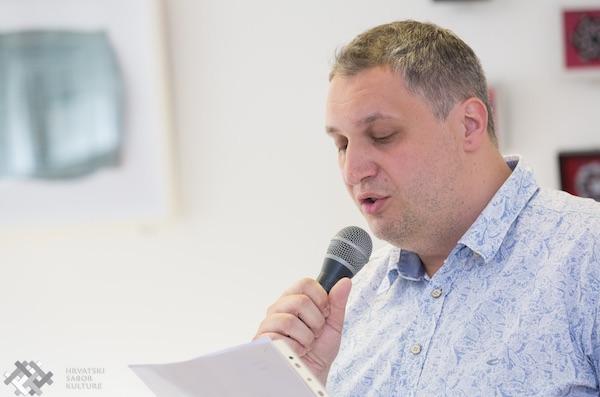 Tibor Martan interpretira svoju pjesmu / Fotografija Hrvatski sabor kulture