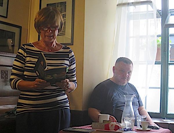 U kontralihtu: Diana Burazer čita nove pjesme / Fotografija Miljenko Brezak