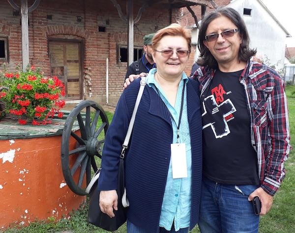 Nisam mogla ododljeti da se ne fotkam s Goranom Gazdekom, prigodno dizajniranim / Fotografija Miljenko Brezak