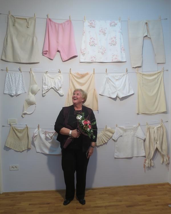 Autorica izložbe razdragana poslije otvorenja još jedne uspjele izložbe / Fotografija Božica Brkan