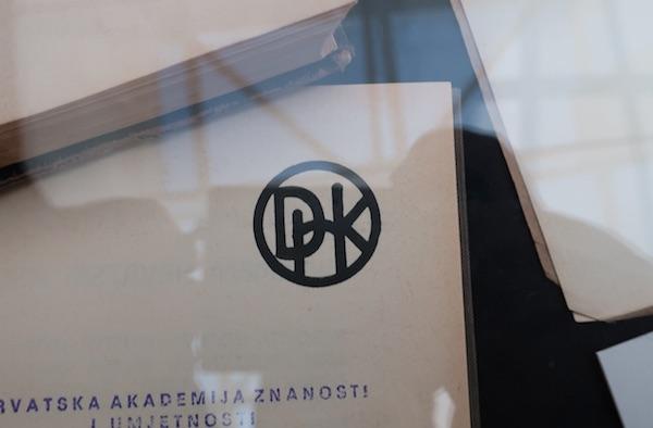Krizmanov logo DHK na izložbi / Fotografija Bpžica Brkan