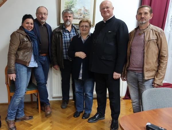 Samo dio hrvatskih književnika iz Mađarske, Austrije i Hrvatske poslije prevodilačke radionice / Fotografija Miljenko Brezak