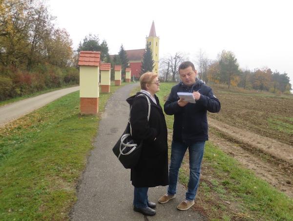 Novinarski i književnoradoznalo raspitivanje kod Rajmonda o Križnome putu / Fotografija Miljenko Brezak