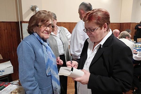 Potpis za dr. Miru Mošničku / Fotgorafija Miljenko Brezak