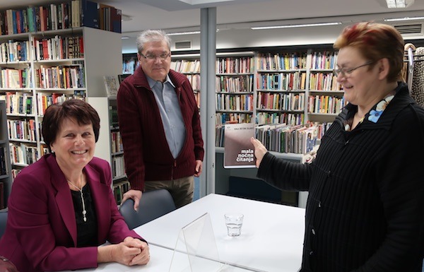 Detoni Dujmić, urednik Božidar Petrač i jedan od uvrštenih autora Božica Brkan / Fotografija Miljenko Brezak