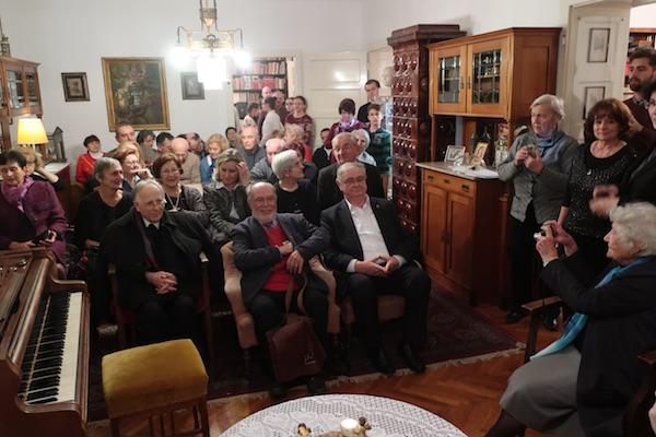 Događaj, radoznalu i vrlo predanu publika u duhovnom i fizičkom Šenoinom ozračju fotografirala je i doajenica Slavka Pavić / Fotografija Miljenko Brezak
