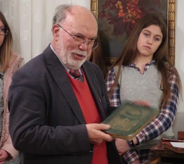 Bratulić predstavlja lijepu Šenoinu antologiju Vijenac... / Fotografija Miljenko Brezak
