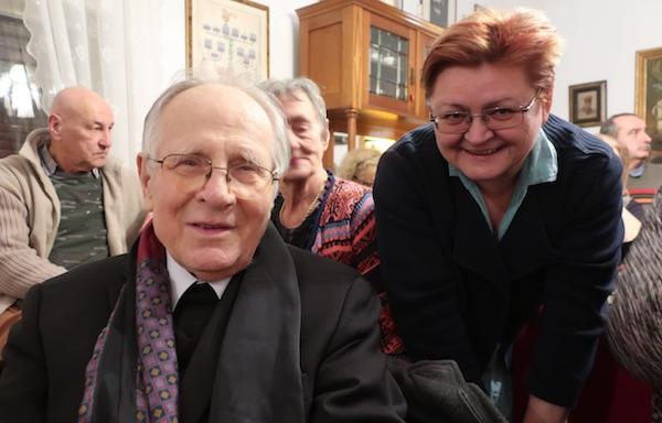 Doživljaj plus: susreti kod Šenoinih s dragim ljudima - Božica Brkan s kolegom pjesnikom, akademikom i monsinjorom Ivanom Golubom/ Fotografija Miljenko Brezak