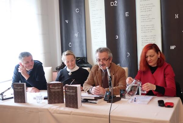 Promotori književnosti u susjedstvu u DHK u Zagrebu: Miroslav Mićanović, Jelena Lužina, Vinko brešić i Lada Žigo / Fotografija Božica Brkan
