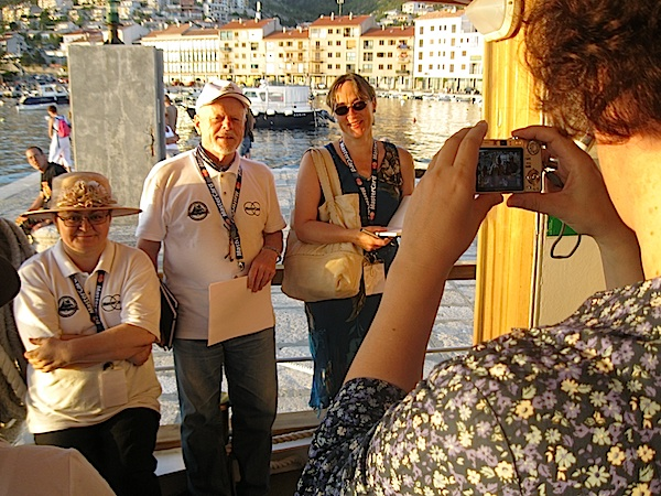 Božica Brkan s Ludwigom bauerom i sponzorima Broda Knjižare - Broda Kulture / Fotografija Miljenko Brezak