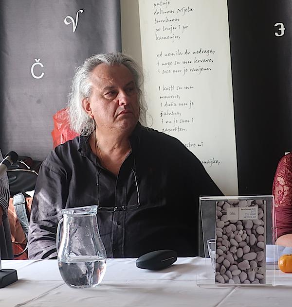 Boris Biletić sa svojom najnovijom knjigom / Fotografija Božica Brkan