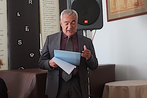 Dramski umjetnik Dubravko Sidor čita / Fotografija Božica Brkan