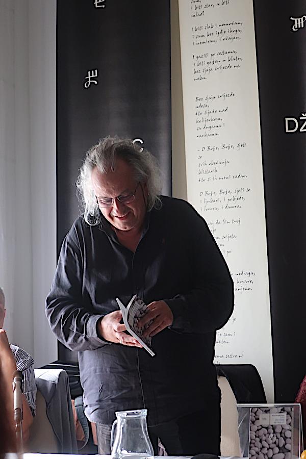 Boris Domagoj Biletić čita svoje pjesme / Fotografija Božica Brkan