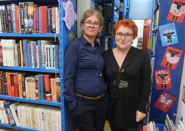 U knjižnici iz 1874. ravnateljica Indira Rački Joskić i fotografkinja Višnja Bolf / Fotografija Miljenko Brezak