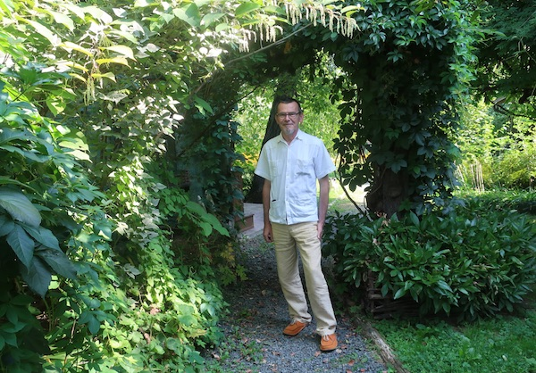 Tomislav Horjan u dijelu svoje zelene okućnice (Fotografija Božica Brkan)