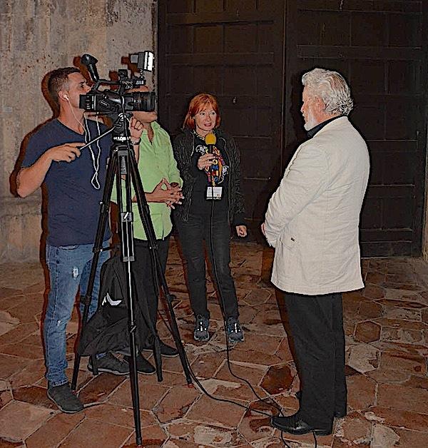 Na pjesničkom festivalu na Kubi nije samo vodila hrvatske pjesnike, prevela tekstove za knjige i predstave, nego je zakratko za kubansku televiziju intervjuirala Marijana Tomislava Bilosnića