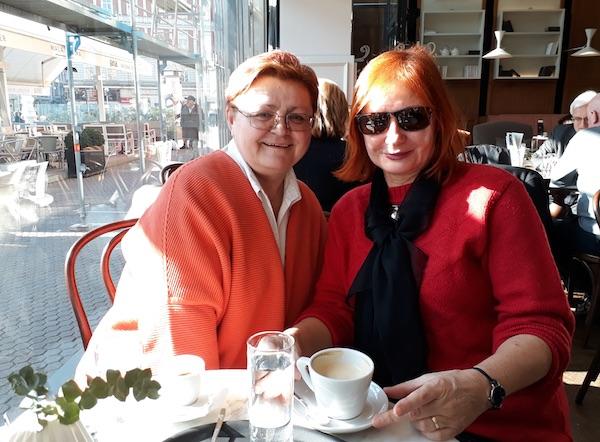 Na kavi u Maloj kavani: Božica Brkan i Željka Lovrenčić / Fotografija Miljenko Brezak