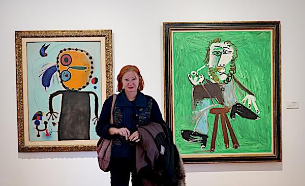 U obilasku muzeja. Željka Lovrenčić između Miroa i Picassoa / Fotografija Božica Brkan