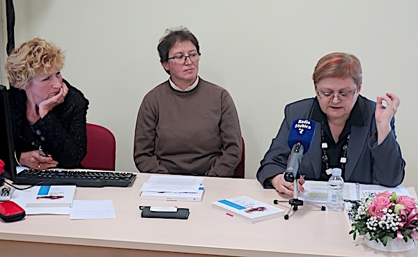 Nas tri predstavljačice rječnika: Danica Pelko, Anita Celinić i Božica Brkan / Fotografija Miljenko Brezak
