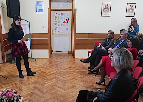 Iako je već krenula u oroslavsku gimnaziju, Magdalena Blagec, mlada i nagrađivana pjesnikinja, došla je i na promociju rječnika na kojem je surađivala / Fotografija MIljenko Brezak