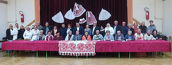 Sudionici ljudi od pera i organizatori / Fotografija Miljenko Brezak