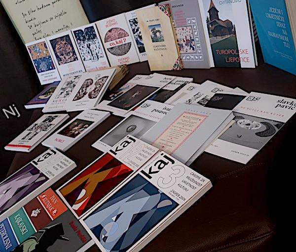 Različita izdanja Kajkavskoga spravišča / Fotografija Božica Brkan