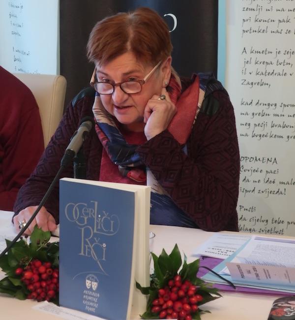 Književnica Božica Jelušić obrazlaže svoje zavičajne Atlantide / Fotografija Božica Brkan
