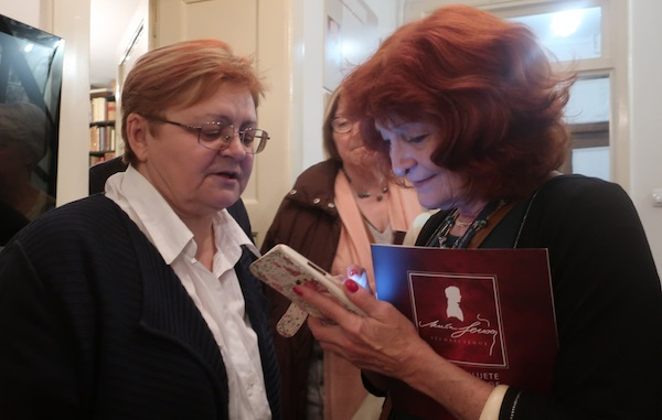 Susret kolegica sa zagrebačkog Filozofskog: Božica Brkan i Inja Svetl / Fotografija Miljenko Brezak