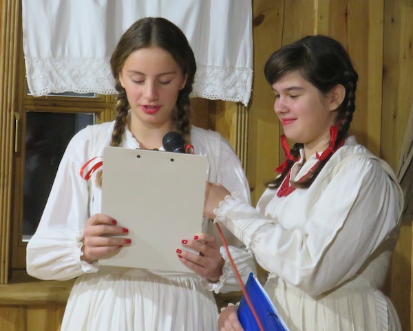 Donjstubičke osnovke čitaju svoje pjesme, a desna je Magdelana / Fotografija Miljenko Brezak