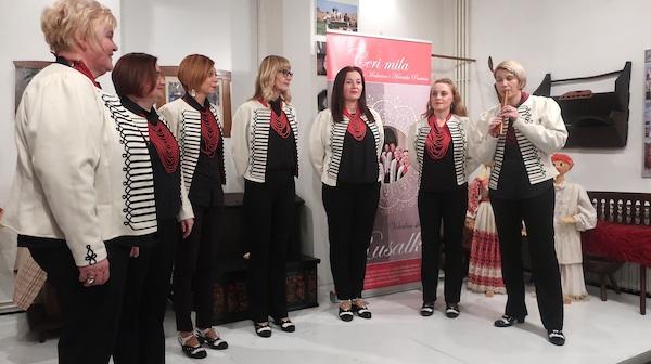 Rusalke - šest pjevačica i jedna sviračica/ Fotografija Božica Brkan