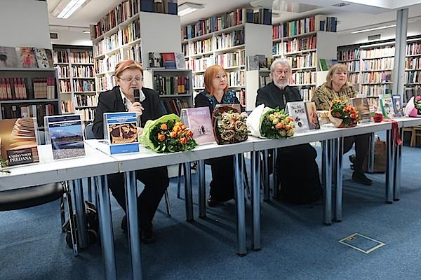 S tribune u Knjižnici i čitaonici Bogdan Ogrizović / Fotografija Miljenko Brezak
