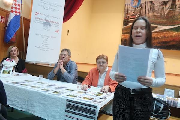 Mihalinčevu pjesmu čita trinaestogodišnja Dora Poljak iz Pušćanske Dubrave / Fotografija Miljenko Brezak