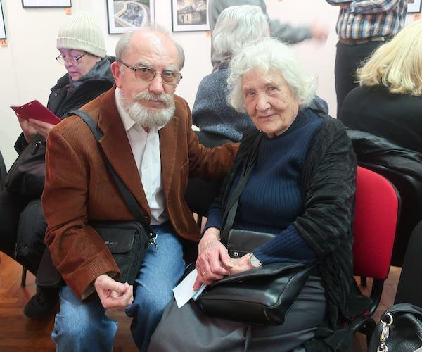 Slavka Pavić i Miljenko brezak na izložbi u Fotoklubu Zagreb (Fotografija Božica Brkan)