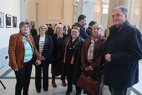 Na izložbu u Mimari stigli su i Moslavčani, razredni Miljenkovi kolege iz kriške gimnazije (Fotografija Miljenko Brezak)