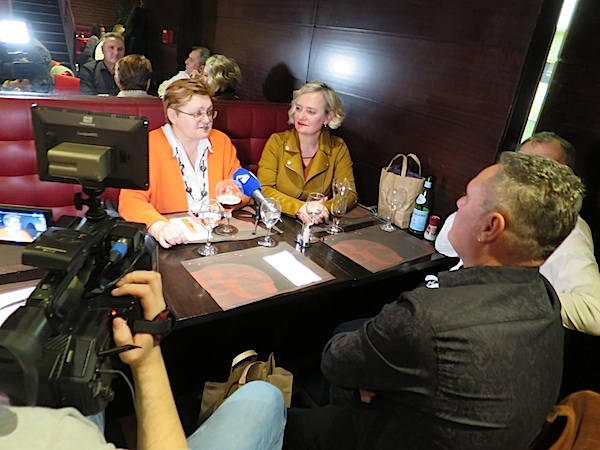 O gastronomiji Bruxellesa za Karlovačku TV: Božica Brkan i Mladenka šarić (Fotografija Miljenko Brezak)
