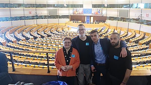 S najmlađim EU-ambasadorima iz Siska (Fotografija Miljenko Brezak)