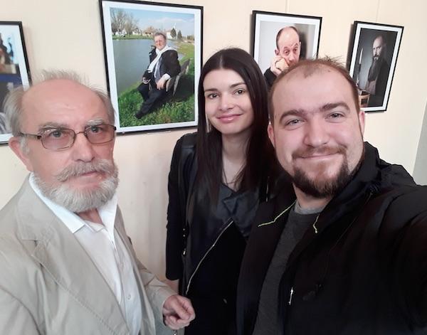 Kao da je pobjednička! - Miljenko Brezak s portretom Đure Vidmarovića na selfiju s Ivanom brezakom Brkanom i Ivom Soldo