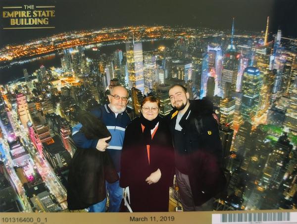 Šnelfotka s nekad najviše zgrade na svijetu, svi na nije selfie: MIljenko brezak, Božica Brkan i Ivan Brezak Brkan