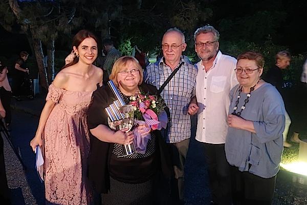 Zvjezdana prašina uz pozornicu: sa slavljenicom Marijom Lamot, voditeljica Antonija Ćorić, suprug orgnizator Nikola Kristić i Božica Brkan (Fotografija Miljenko brezak)