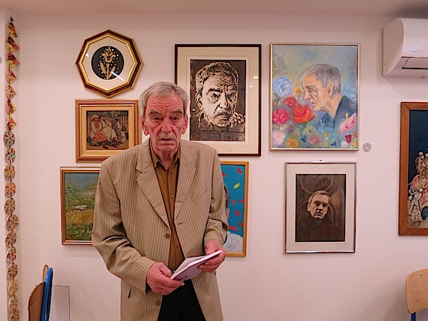 Joža Prudeus s nekim od svojih darivanih portreta (Fotofrafija Božica Brkan)