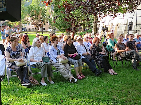 Dio pjesnika koji su čitali svoje ljubavne pjesme na čelu s doajenom Ludwigom Bauerom (Fotografija Božica Brkan)