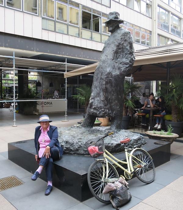 Božica Jelušić prije Vrgorca obišla Tina u Varšavskoj, biciklin nije podravski (Fotografija Božica Brkan)