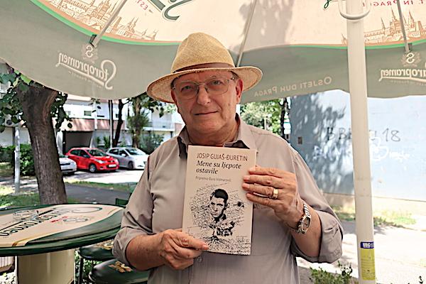 Đuro Vidmarović s svojom najnovijom gnjigom o Gujašu (Fotografija Miljenko Brezak)