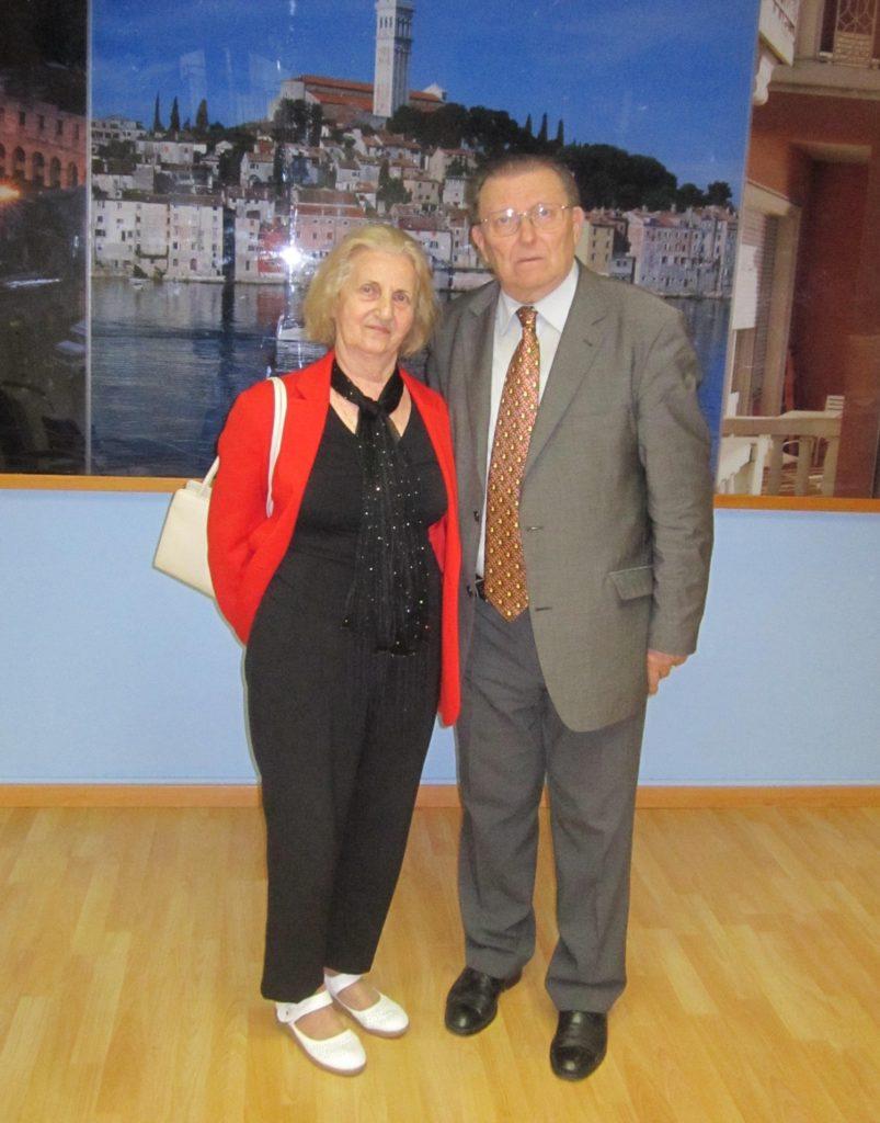 Iz knjige: autor sa sada pokojnom Gujaševom udovicom gospođom Verom Grunčić-Gujaš, koja mu je darivala Gujaševu neobjavljenu ostavštinu