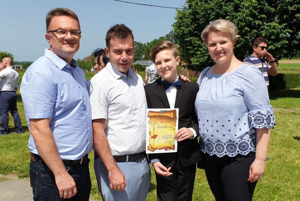 Lukini roditelji s njegovim bratom Leonom i nećakom Mariom / Obitejski album Brlekovićevih