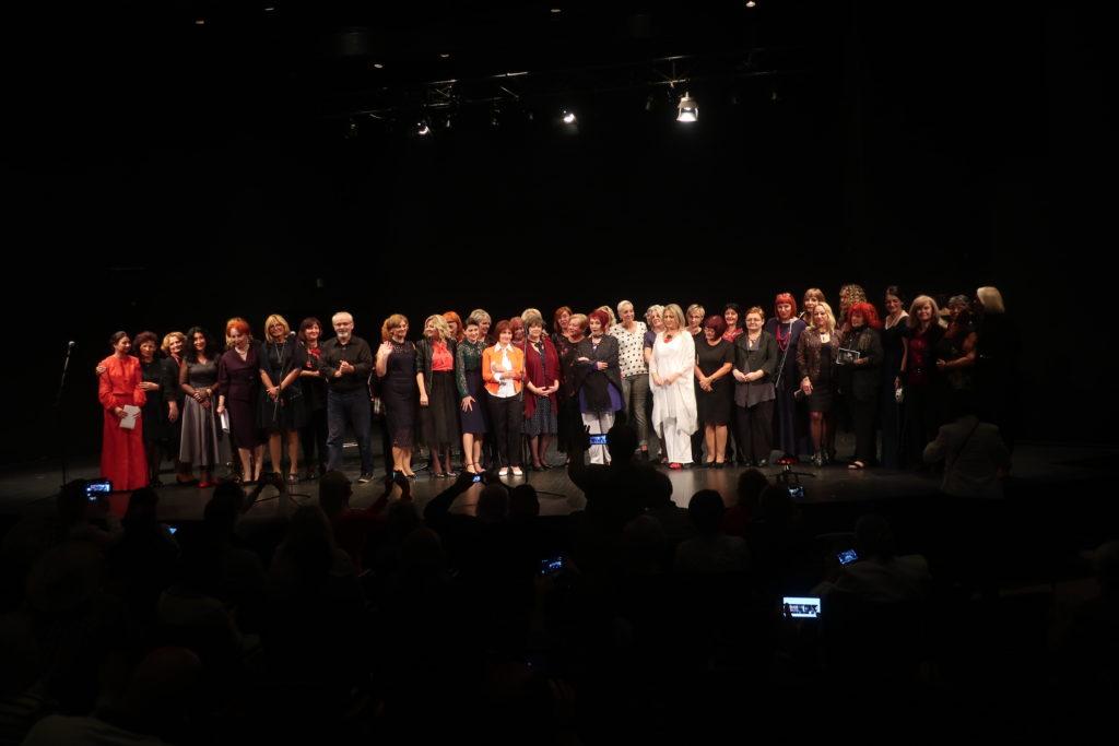 Svih trideset devet pjesnikinja / Fotografija Miljenko Brezak