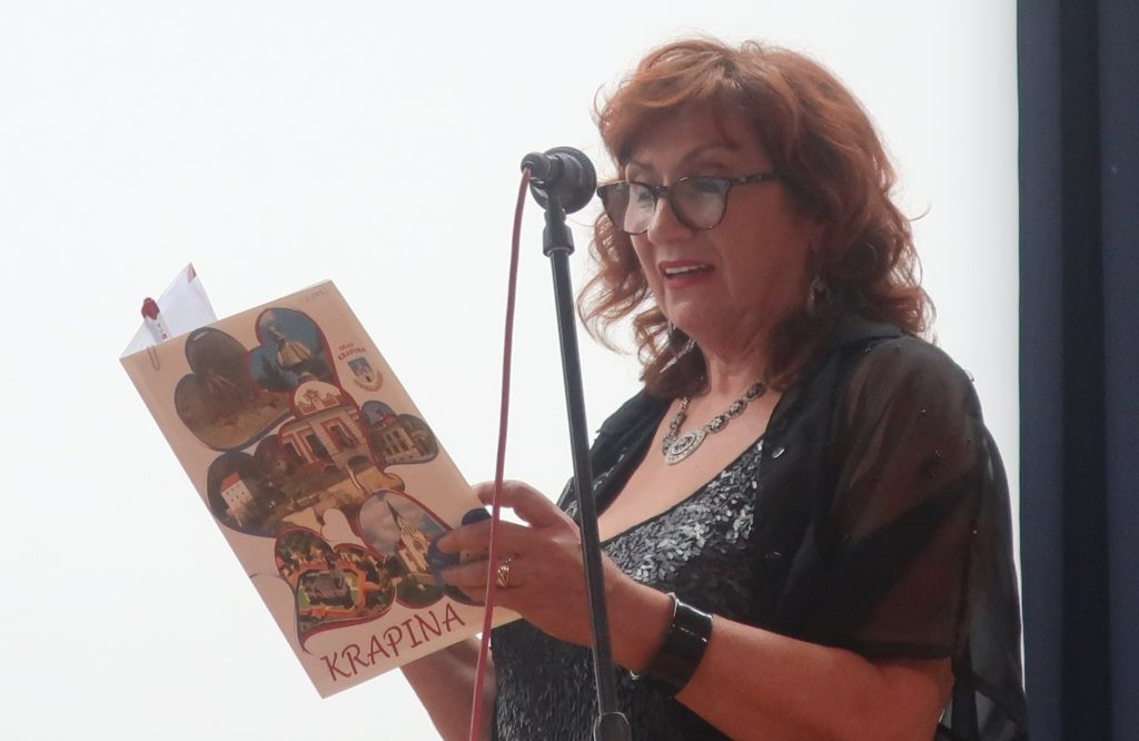 Dramska umjetnica marija Lamot izvodi pjesmu Lepe malde joči Božice Brkan / Fotografija Miljenko Brezak