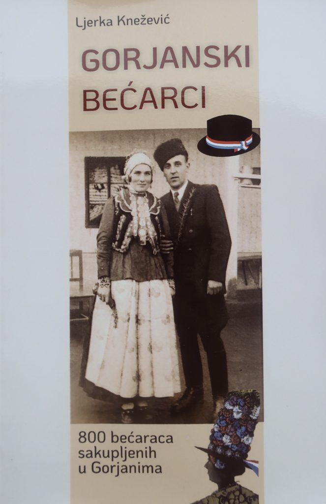 Naslovnica zbirke 800 gorjanskih bećaraca s fotografijom Ljetke i Mirka Kneževića u narodnim nošnjama snimljenom na jednoj svadbi u Gorjancima pedesetih godina prošloga stoljeća